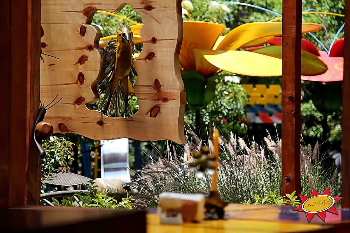 Esculturas restaurante La Granja Tenjo