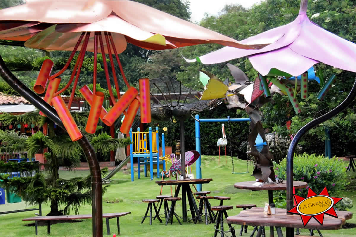 Parque infantil restaurante La Granja Tenjo